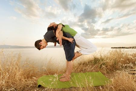 Para controlar o stress...pratiquem yoga a dois