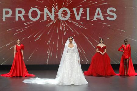Inovação nos tecidos é chave de ouro no desfile da Pronovias no VBBFW