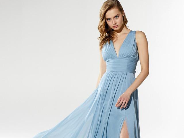 Vestidos de festa azuis para enlaces na praia