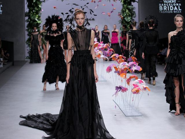 Carla Ruiz 2020: uma coleção de vestidos de festa vibrantes