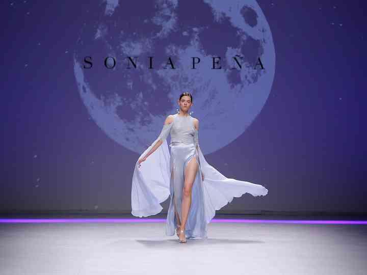Sonia Peña 2020: vestidos de festa com brilho lunar