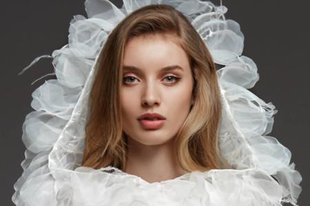 Vestidos de noiva com capa: uma das grandes tendências de 2020