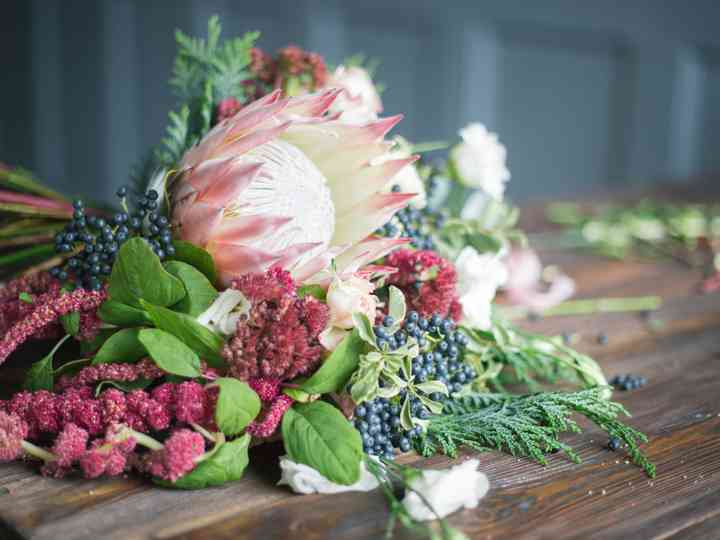 Os erros que muitos noivos cometem ao escolher as flores do enlace