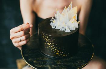 Atrevem-se a apostar num bolo de casamento preto?