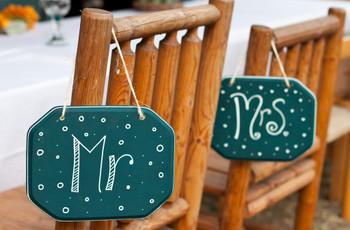 As melhores propostas de decoração para as cadeiras dos noivos