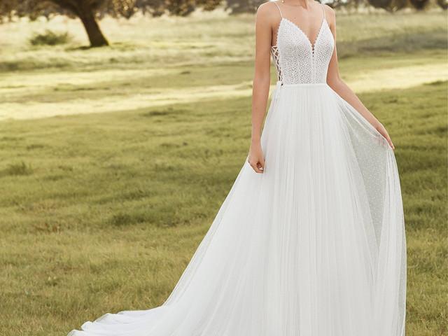Vem descobrir a nova coleção de noiva de Rosa Clará!