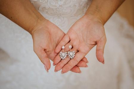 Vantagens e desvantagens de usar jóias de família no casamento
