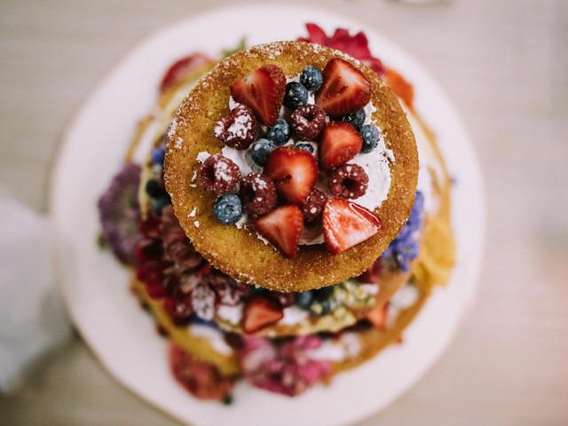 40 bolos de casamento com frutos vermelhos