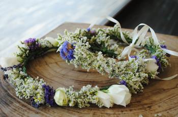 Acessórios com flores naturais para as estrelas do dia C
