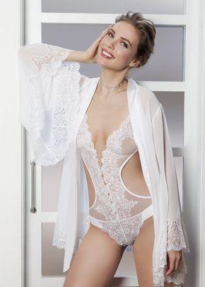 I (17), Ivette Bridal