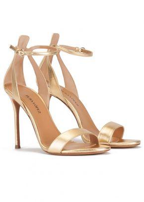 Sandalias doradas de piel con tacón alto y pulsera, Pura López