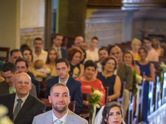 O casamento de Daniel e Débora em Câmara de Lobos, Madeira 29