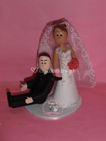 Noiva arrasta o noivo