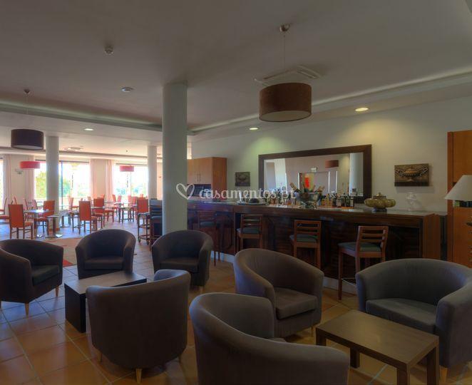 Salão para o banquete com bar livre