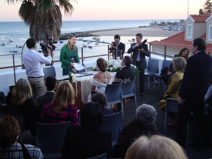 Cerimónia no Terraço sobre Mar