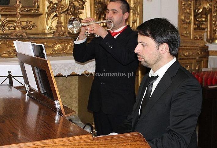 Piano e trompete