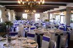 Sala em branco e roxo de Quinta do Ribeiro