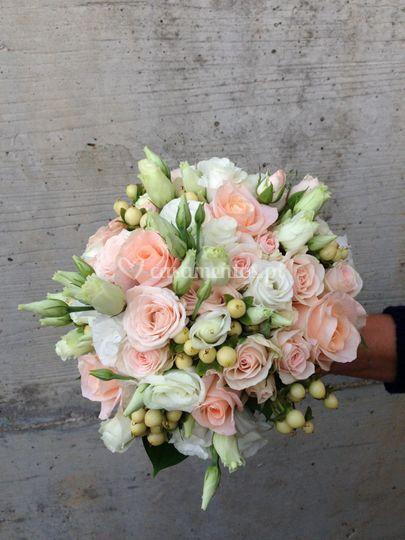 Bouquet rosas e lisiantus
