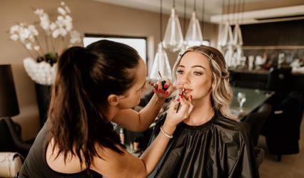Dora Santos - Makeup Artist