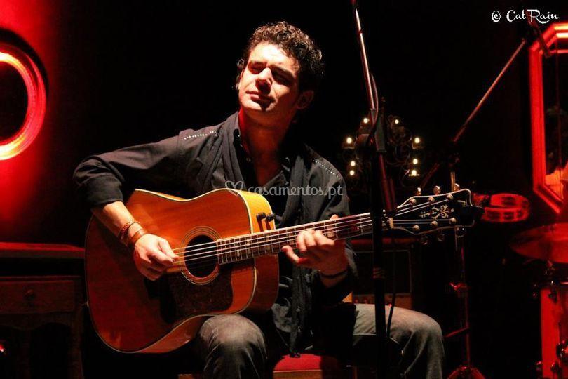 Cláudio - guitarras e voz