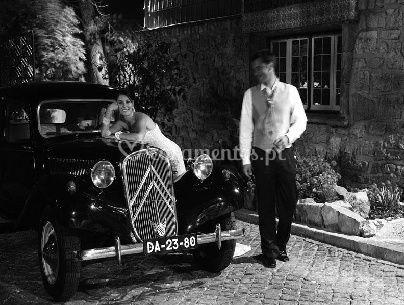 Noiva sobre o carro