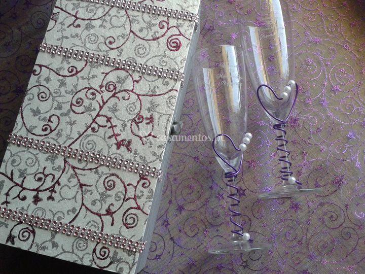 Flutes gravadas e caixa decorada