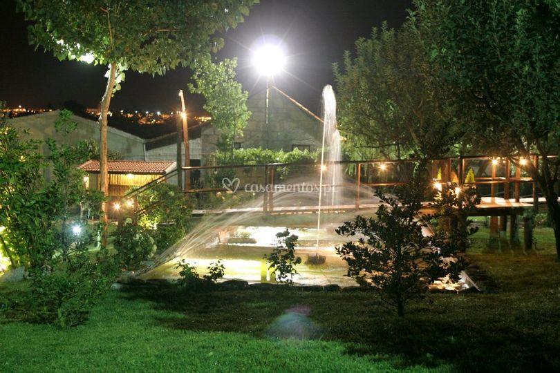 Fonte/lago iluminado