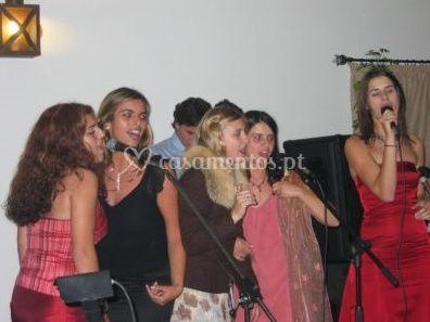 Mulheres cantando