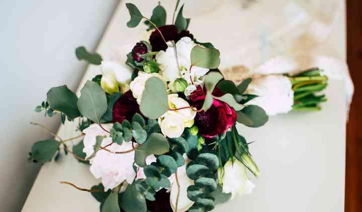 Into Bloom - Floral Design & Eventos