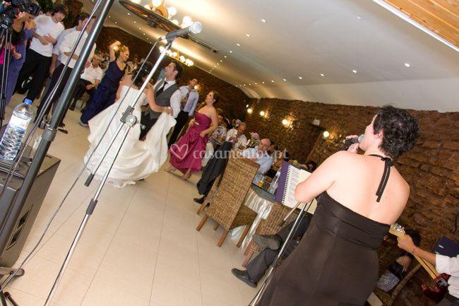 Cantando para os noivos
