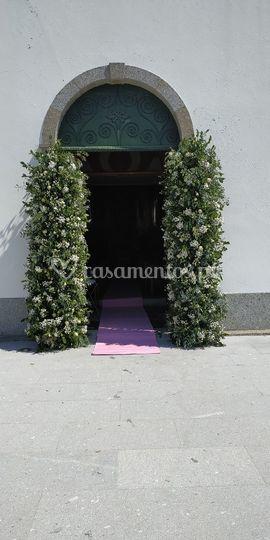 Entrada de igreja decorada
