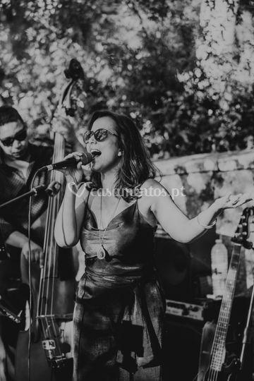 Lara Duque (Voz)