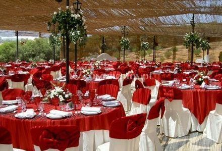 Mesas toalhas vermelhas