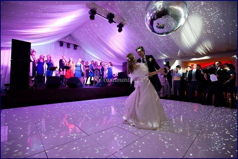 White dancefloor sparkles