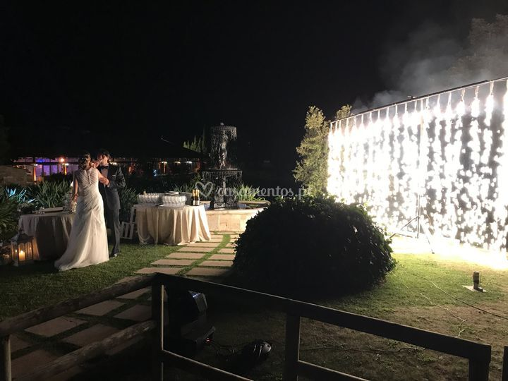 Cutting the cake with sound