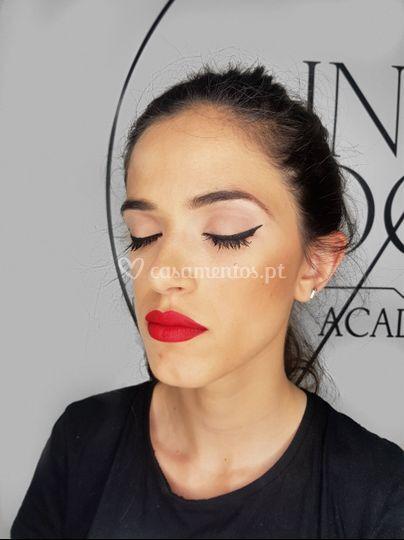 Eyeliner. Red lips