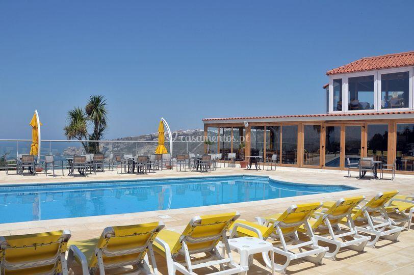 Zona piscina e restaurante
