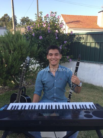 Guitarra, piano, clarinete, voz