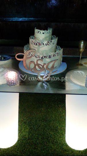 Logo no bolo dos noivos