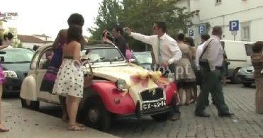 Carro dos noivos de VídeoPlanos Produções Audiovisuais