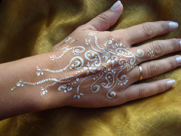 Pintura sobre a mão,