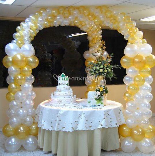 Balões para o bolo de casamento