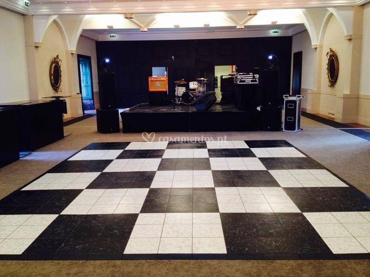 Pista de dança xadrez branca