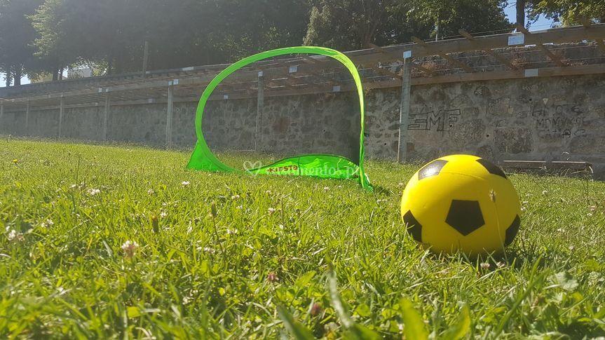 Futebol com bola de esponja