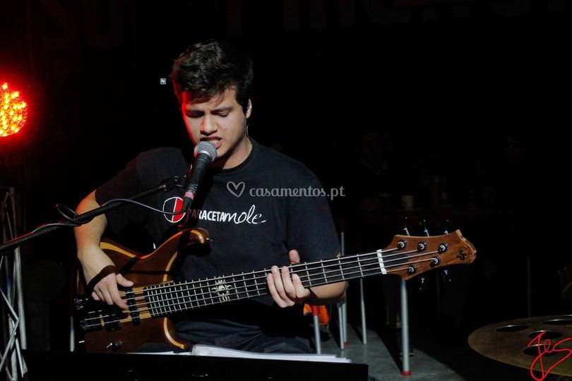 André Silva - Baixo e Voz