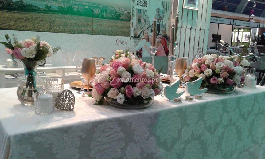 Decoração da mesa dos noivos