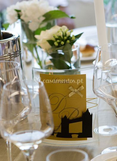 D&rbranco e dourado: mesa