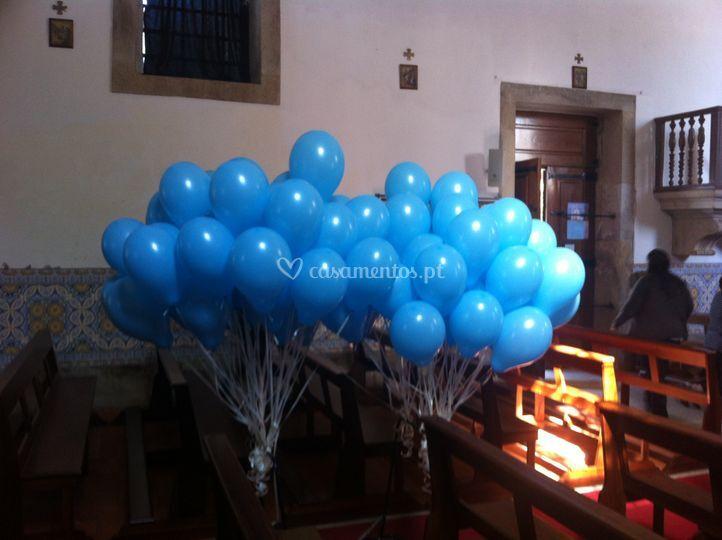 Baloes para a saída da igreja