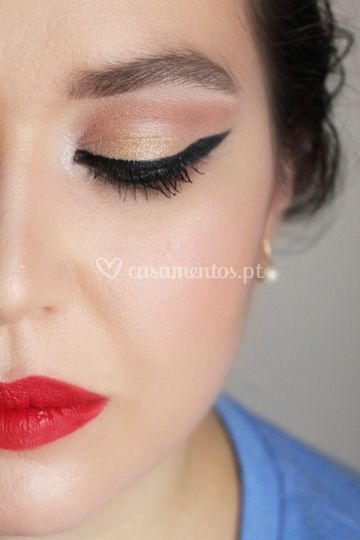 Eyeliner and red lips