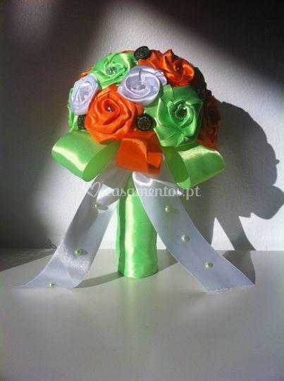 Bouquet cetim pequeno